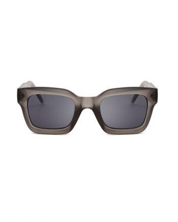 A.Kjaerbede unisex zonnebril model GIGI kleur mat grijs met grijze glazen AKsunnies bril