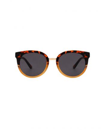 A.Kjaerbede zonnebril model Gray kleur geel gevlekt met grijze glazen AKsunnies bril